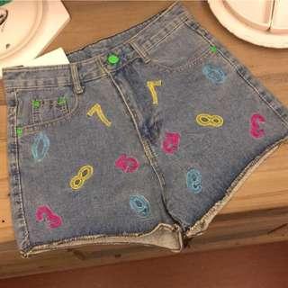 趣味刺繡牛仔短褲