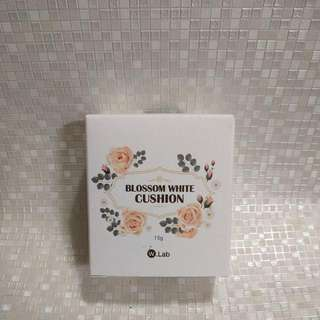 W Lab Blossom White Cushion 23 色