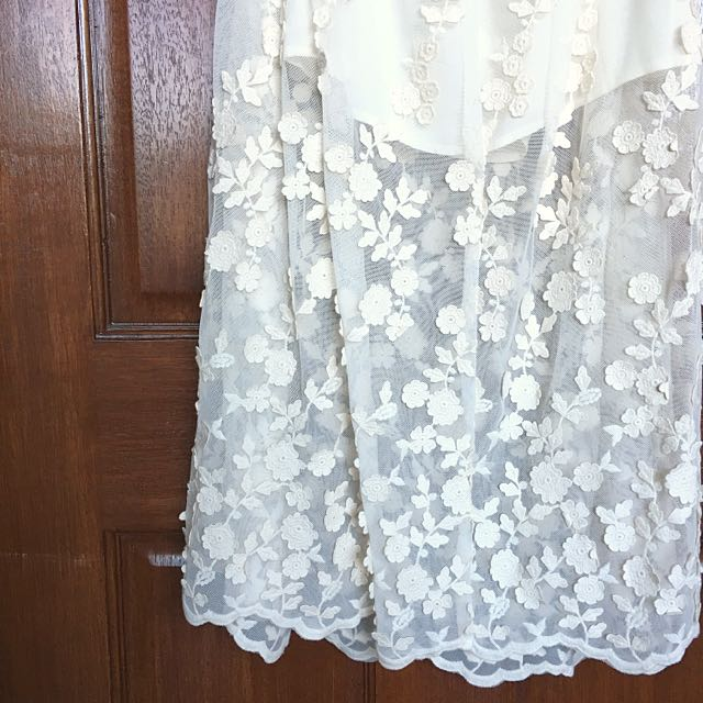 NEW LOOK: Ivory Floral Lace Skirt (Size 6)