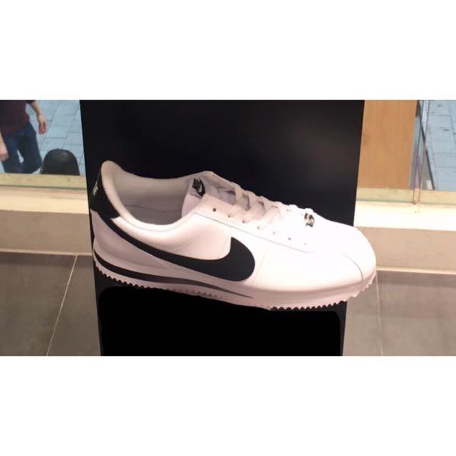 Nike白色皮革阿甘