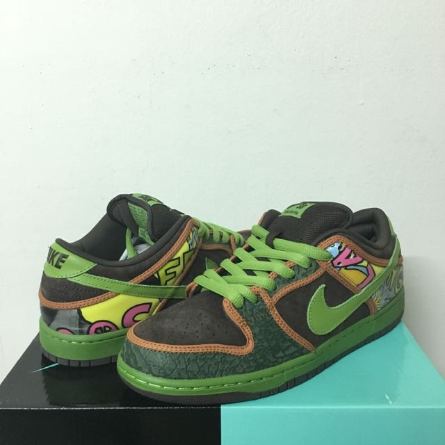 NIKE DUNK LOW PRM DLS SB QS