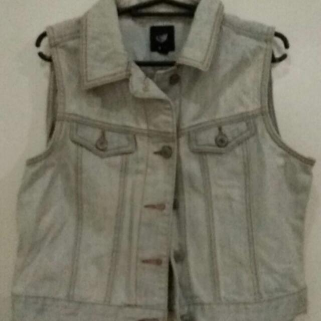 Overrun Gap Denim Vest