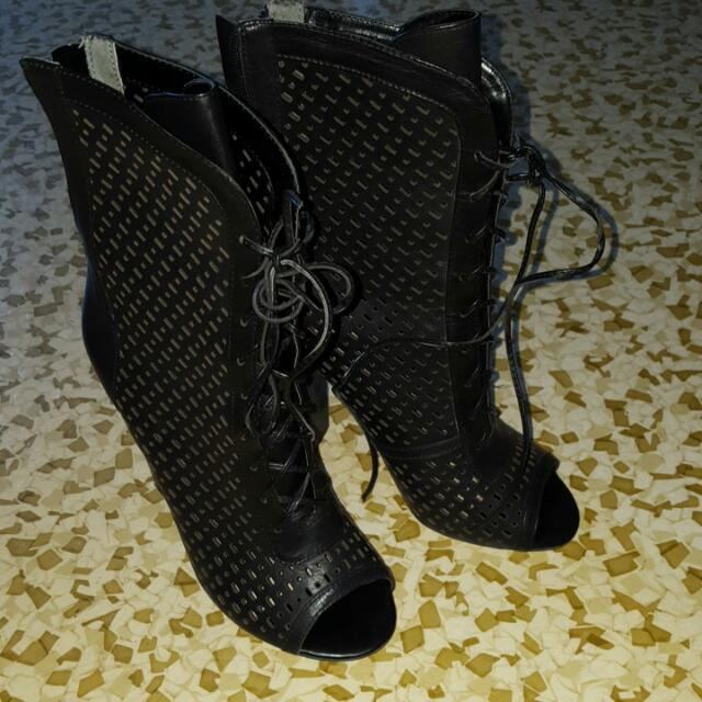 Zu Boots Size Us 7 Or Eur38