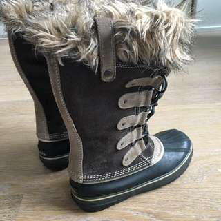Sorel Winter Boots (Like New!) - Size 8