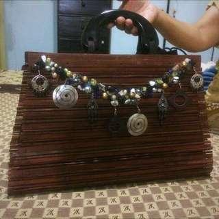 Tas Pesta Kayu Dengan Aplikasi Kerang Mutiara Bag