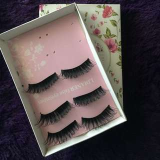 DRAMATIC VOLUME FALSE EYELASHES