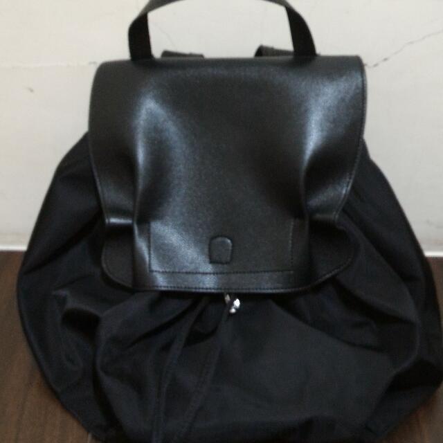 全新韓國代購,尼龍拼接真皮後背包(黑色)~只有一個,特價1200含運