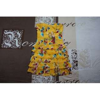 Review Bright Yellow Floral Strapless Mini Dress w/ Frill Skirt Detail Size 8 RRP $109.99