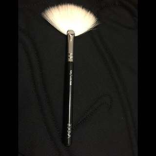 Zoeva Luxe Fan Brush