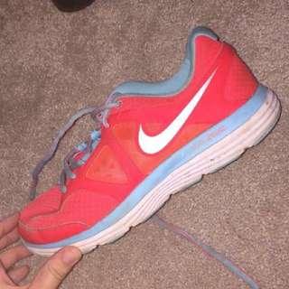 Nike Runners size 8!