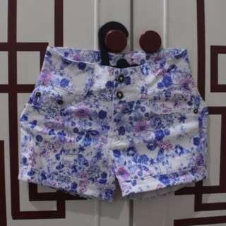 Celana pendek bunga highwaist