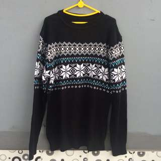 sweater hitam motif