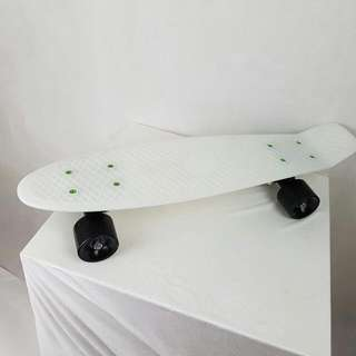 Penny Board Glow In The Dark White And Black