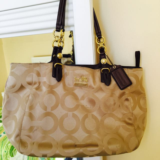 Authentic Coach Golden Handbag (discounted Today)