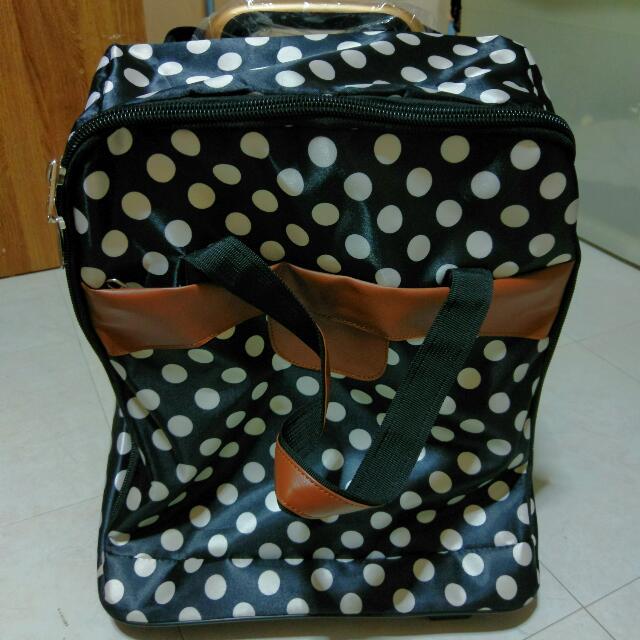 Avon贈送全新圓點行李袋