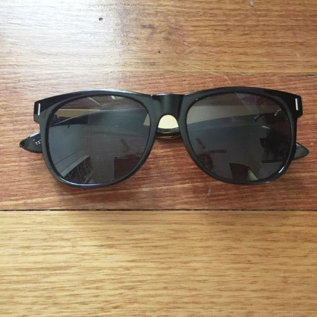 Black sunglasses With Gold Sides