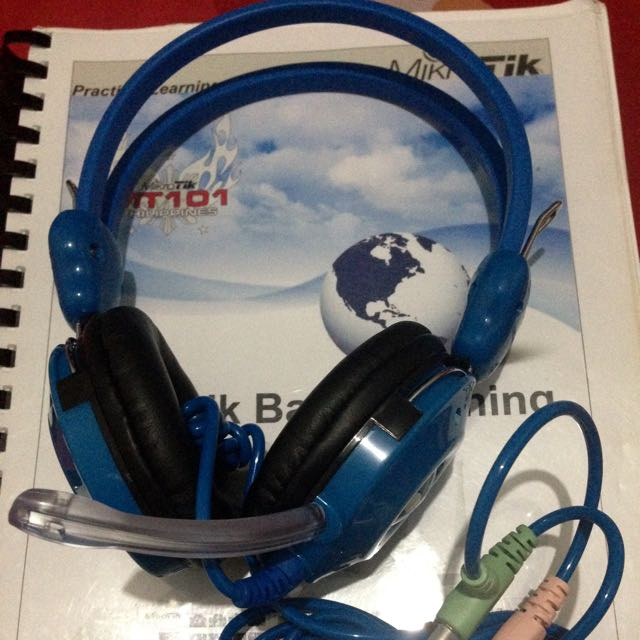 INVONS Multimedia Headset With Built-in Microphone (Blue & Black)