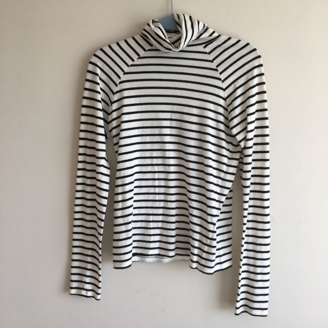 Stripped Turtle Neck