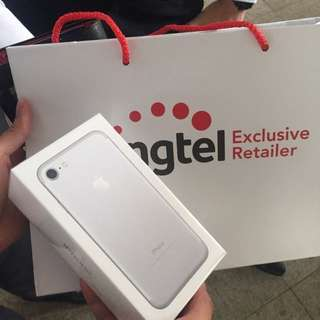Iphone 7 silver (128gb) BRAND NEW