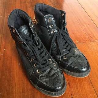 Black Sneaker With Inner Heel
