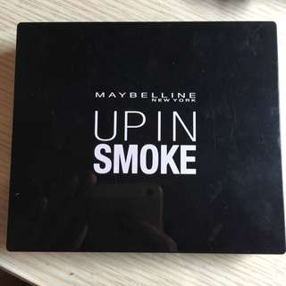 Maybelline Up In Smoke 彩妝盒