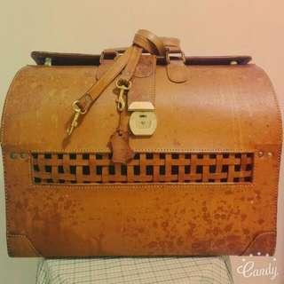 巴黎老市集帶回真皮行李箱