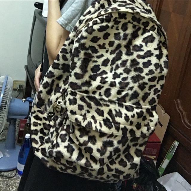 斑馬紋後背包   文青必備。大容量。便宜賣