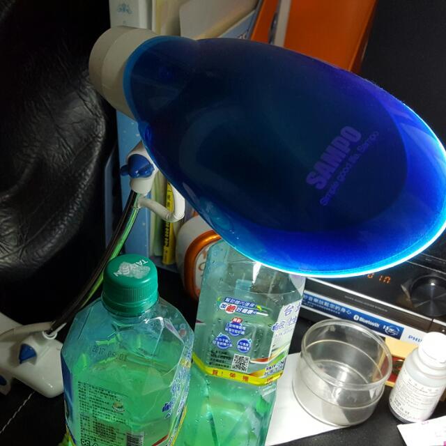 買不到半年 檯燈 極新 桌燈 明亮 護眼 可以移動 旋轉 角度