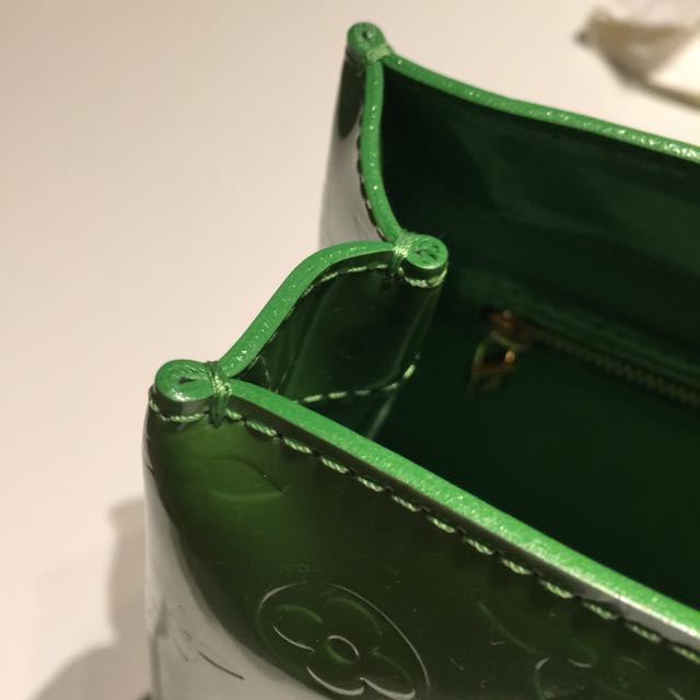 Auth LV Wilshire Boulevard PM Vernis Leather Green
