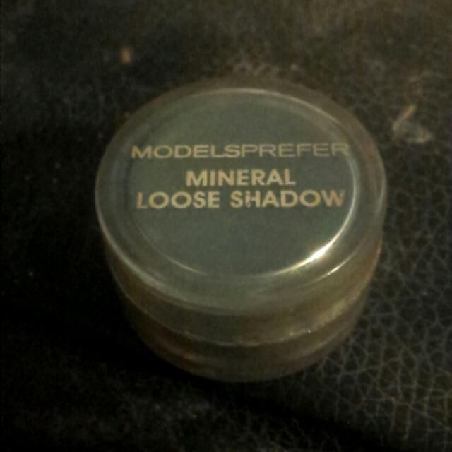 loose eyeshadow