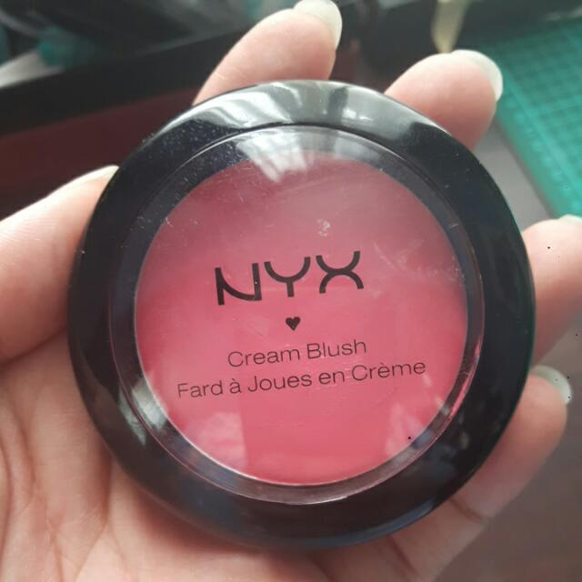 NYX Cream Blush In Hot Pink / Rose Vif