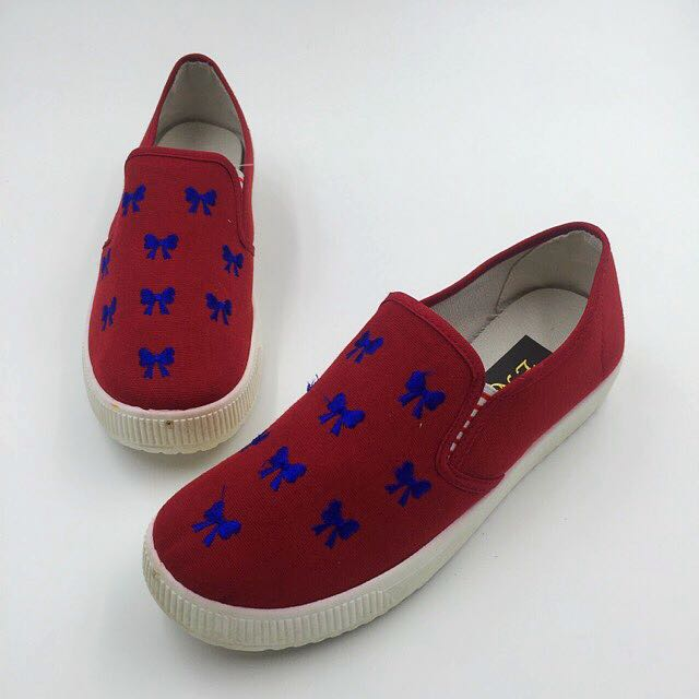 Peggy Maroon Slip-on Sneakers