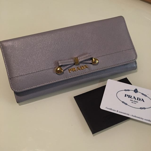 PRADA Classic Wallet Excellent Condition with Full Package