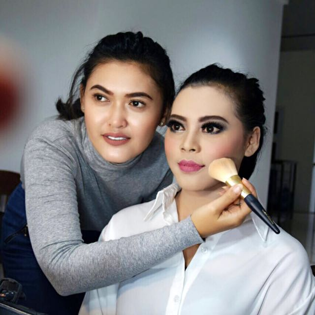 PRIVATE MAKEUP CLASS
