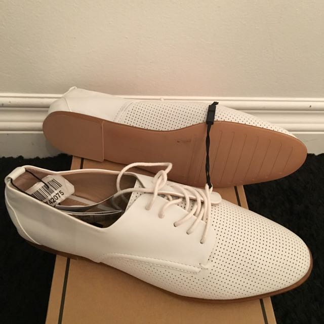 Zara White Oxfords Size 9