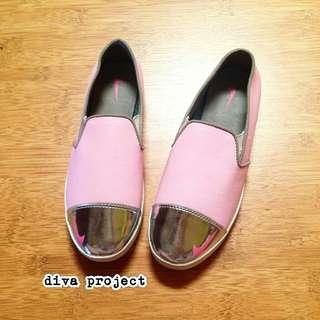 Flat Shoes Wanita Pink dan Silver Motif Ceklis Murah Harga Supplier