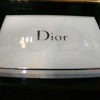 Dior雪晶零極淨透白粉餅