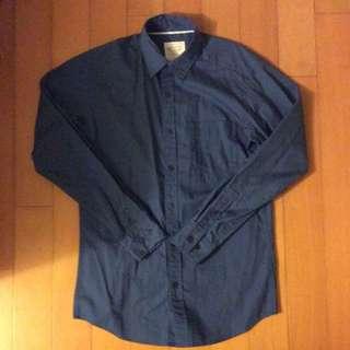 深藍色休閒襯衫