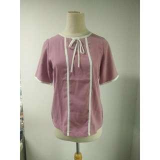 Atasan Pink Dengan Detail Bis Putih Top