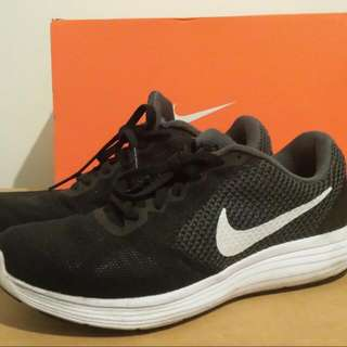 On Hold Nike Revolution