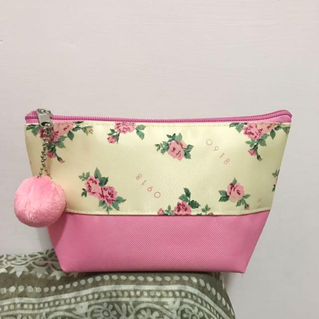 👛 全新玫瑰圖案🌹毛球化妝包