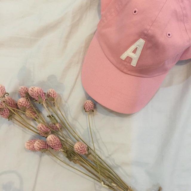粉紅 字母 老帽