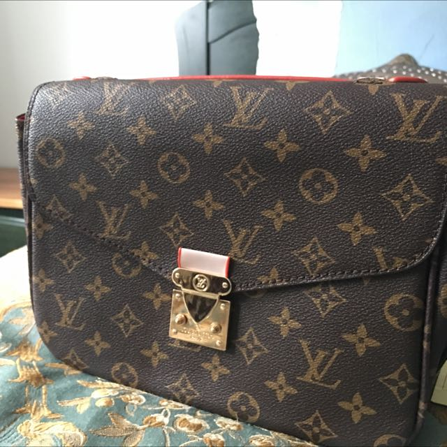 Copy One LV Clutch