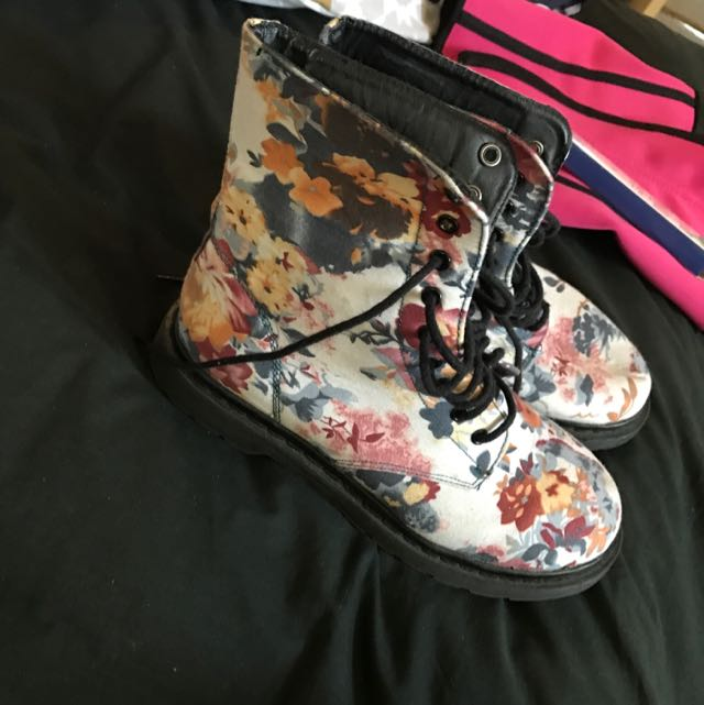 Floral Boots Size 7