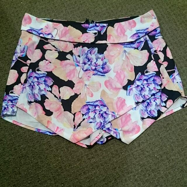 DROPPED TO $8 💥 💥 💥 Floral Multiple Coloured Skort. Size 10. Great Condition. Layered Waistband. $15 Firm