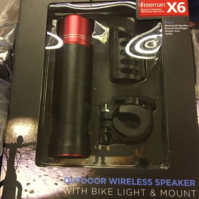 Outdoor Wireless Speaker With Bike Light And Mount