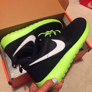 Nike Roshe Run Sz 6.5Y