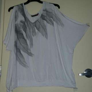 gorgous bat wing top size 26