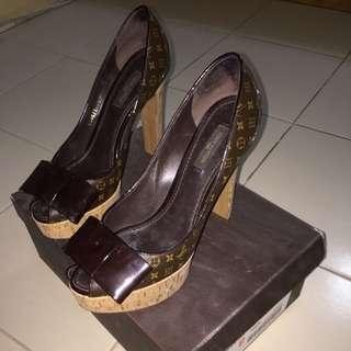 Authentic Louis Vuitton Shoes Size 8