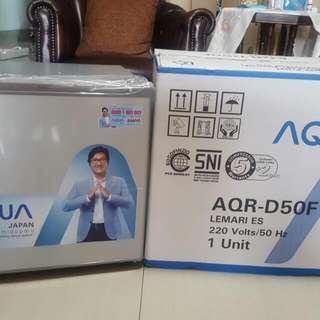 Kulkas 1 Pintu Portable Aqua AQR-D50F - Silver